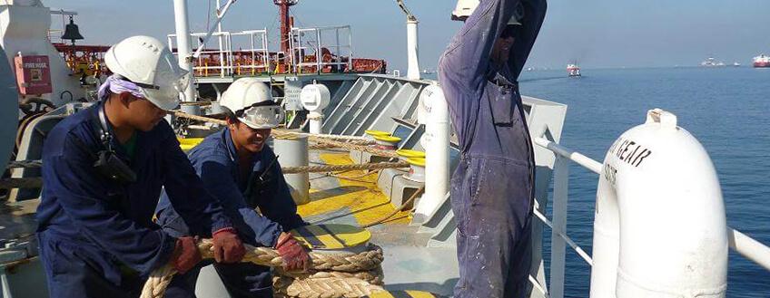 Marviu Crew Securing Tug 1